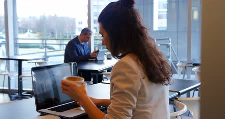 kafeterya : Female executive working while having coffee in office cafeteria