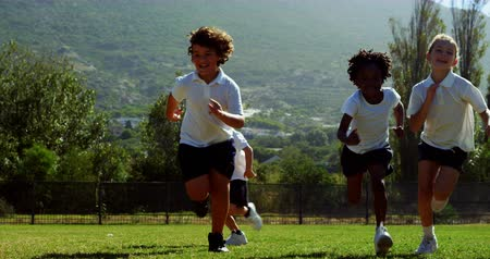 eğlence oyunları : Children running in park during race on a sunny day