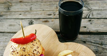 fogpiszkáló : Close-up of hamburger, french fries and cold drink on wooden board
