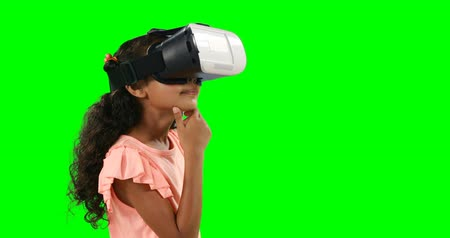 realidade : Girl using virtual reality headset against green background 4k