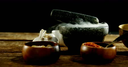 kamień : Close-up of various type of spices in bowl with mortar and pestle 4k Wideo