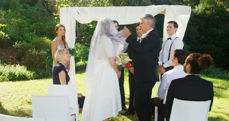 подвенечное платье : Father of the bride lifting the veil at wedding 4K 4k