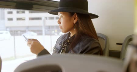 memória : Teenage girl taking photo with mobile phone in the bus 4k