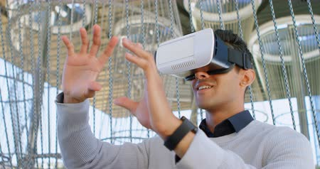 vr headset : Male commuter using virtual reality headset at office premises 4k Stock Footage