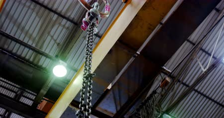 kladkostroj : Modern hoist machine hanging in workshop 4k