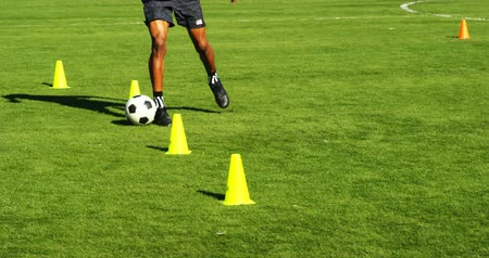 jogador de futebol : Close-up of football player practicing on the field 4k Stock Footage