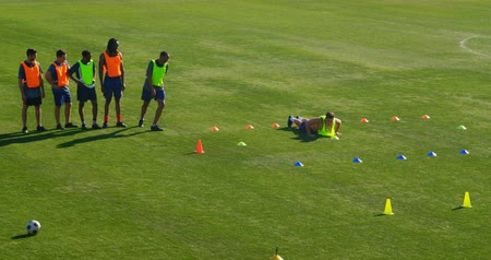 jogador de futebol : Football players exercising in the field on a sunny day 4k Stock Footage