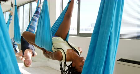 balanceamento : Group of women exercising on hammock swing at fitness studio 4k Stock Footage