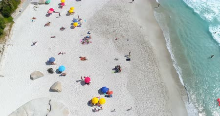 baleár : Aerial view of beautiful beach on a sunny day 4k Stock mozgókép