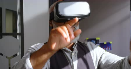 голова и плечи : Close-up of businessman removing virtual reality headset in the office 4k Стоковые видеозаписи