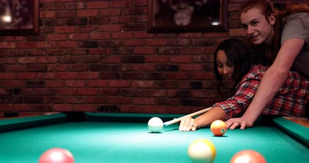 tágo : Young couple playing snooker in night club 4k Dostupné videozáznamy