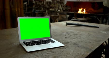 rúd : Close-up of laptop on a table in workshop 4k