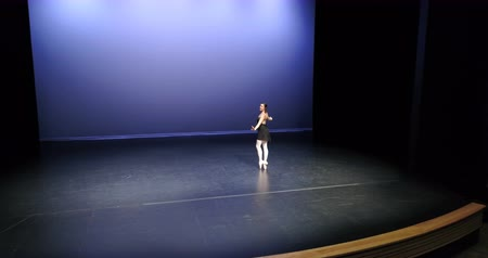 baletnica : Beautiful ballet dancer dancing on stage 4k