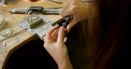 craftswoman : Close-up of jewelry designer working in workshop 4k