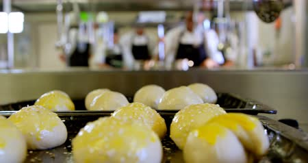 utensílio : Close-up of dough ball arranged on tray in kitchen 4k Vídeos