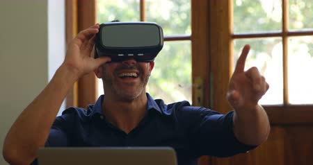 навыки : Smiling man using virtual reality headset in office 4k