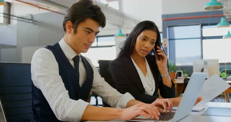 nativo americano : Young business executives working in the office 4k Stock Footage