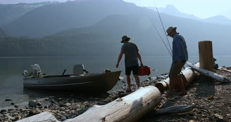 lancha : Two fishermen preparing for fishing at countryside on a sunny day 4k Vídeos