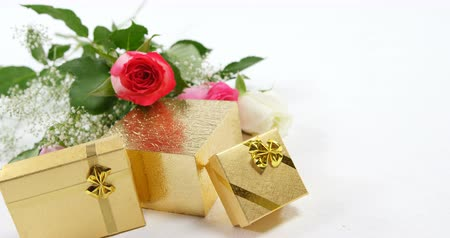 luty : Gift boxes and bouquet of roses. Surprise gift and flowers on white background 4k