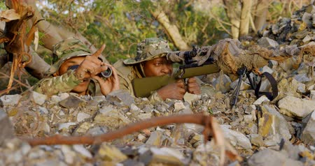 silahlar : Military soldiers training during military training. Military soldiers taking their positions 4k