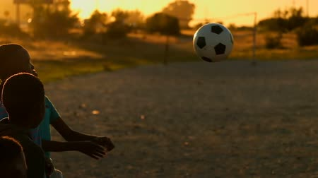 comprimento total : Boys playing in the ground with football. Boys passing the football to other team Stock Footage