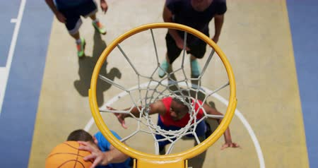 basketbal : High angle view of Multi-ethnic basketball players playing basketball in basketball court. They are making a goal 4k Stockvideo