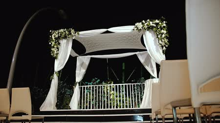 pacto : Jewish traditions wedding ceremony. Wedding canopy (chuppah or huppah).  A Jewish wedding takes place under a huppah, which symbolizes the new Jewish home being created by the marriage.