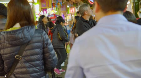 ストール : Kaohsiung, Taiwan - January 10: People Visit Raohe Night Market On January 10