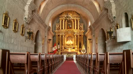 церковь : Church in Arquipa, Peru Стоковые видеозаписи