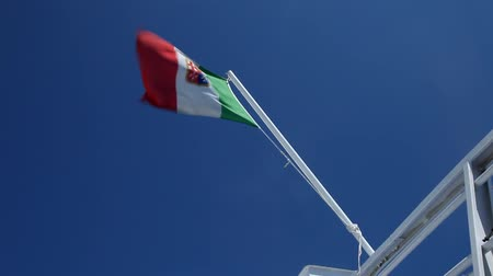 arejado : Italian Flag on a ship Vídeos