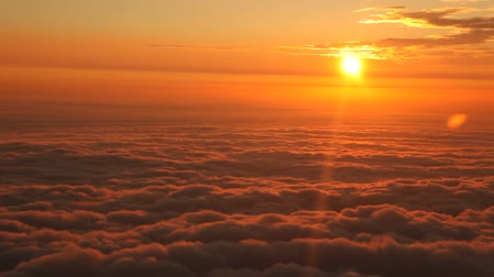 сумерки : Airplane, Sunset Over Clouds Стоковые видеозаписи