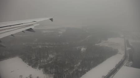 брезент : video footage of a flight over the winter landscape in bavaria, germany Стоковые видеозаписи