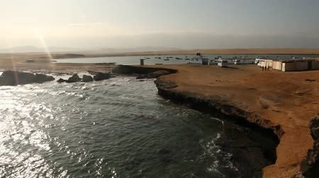 nemzeti : video footage of a coastline in the paracas national parc in peru, south america with the pacific ocean Stock mozgókép