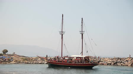 pirat : Video footage of a Tourist Pirate Ship in Crete, Greece Wideo