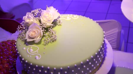 flan : video Footage of a nice wedding cake