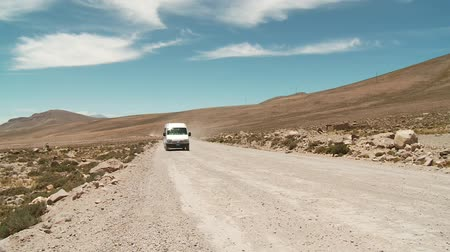 otobüs : Country Road in a nice Landscape of the Andes in Peru near Arequipa