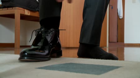 vőlegény : video footage of a bridegroom putting on the shoes