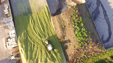 avançar : aerial video footage of a tractor biogas plant in germany Stock Footage