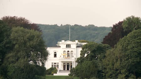 elnök : video footage of the Villa Hammerschmidt Old primary oficial seat of the President in germany in Bonn and the river Rhine. Germany