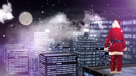 мистический : Santa Looking Out Over City 4K Loop features a camera panning across city buildings coming to rest on Santa overlooking the city with snow flying in the air and the shadow of an impatient reindeer near Santa's feet. Стоковые видеозаписи