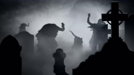 особенности : Zombie Silhouettes in a Foggy Graveyard 4k Loop features zombie silhouettes walking toward the viewer in a foggy graveyard Стоковые видеозаписи