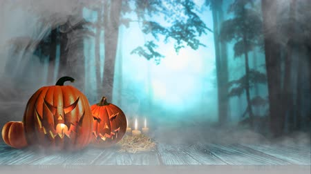 metafora : Pumpkins on the Boardwalk in the Mist 4K presenta Jack-O-Lantern e candele su una passerella in legno con nebbia e fumo che soffia