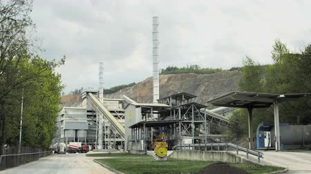 ivászat : Quarry for stone and gravel extraction. Gravel processing plant, surface mine, total day shot Stock mozgókép
