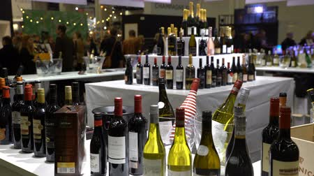 sběratelskou : HELSINKI, FINLAND - OCTOBER 27, 2016: Many collectible bottles of wine on the counter. Annual Food fair WINE AND FOOD 2016, expocenter Messukeskus. Dostupné videozáznamy