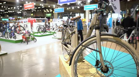 уменьшающийся : HELSINKI, FINLAND - MARCH 17, 2017: Lots of bicycles in the bike store. All for active lifestyle, outdoor activities and versatile sport at the international fair GOEXPO 2017 in the expocenter Messukeskus.