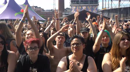 braços levantados : HELSINKI, FINLAND - JUNE 01, 2016: A lot of fans applauding and waving their hands at a rock concert. Heavy metal rock festival Tuska, Helsinki, Finland.
