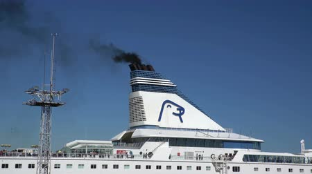 baltské moře : HELSINKI, FINLAND - MAY 27, 2016: The smoke from the chimney of a large ship. Large sea ferry Silja Line is ready to leave the port of Helsinki.