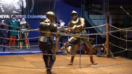 reencenação : MOSCOW, RUSSIA - APR 12, 2016: Two Medieval Knight Fighting In The Arena Two-Handed Swords. Great Knights tournament Valor and Honor .