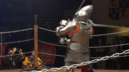 reencenação : MOSCOW, RUSSIA - APR 12, 2016: Two Medieval Knight Fighting In The Arena With Two-Handed Swords. Slow Motion. Great Knights tournament Valor and Honor .