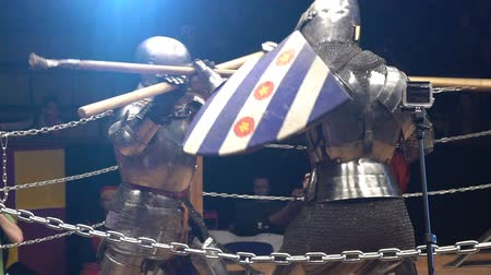 reencenação : MOSCOW, RUSSIA - APR 12, 2016: Two Medieval Knight Fighting In The Arena With Spears. Slow Motion. Great Knights tournament Valor and Honor .